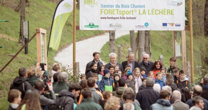 À quelques pas du centre de la Léchère-les-Bains dans le parc forestier de Bois Chaniet, un espace innovant a été aménagé : le sentier Forêtsport® .