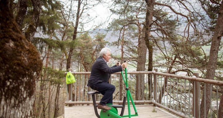 A l'occasion de l'inauguration le maire de la Léchère-les-Bains, Jean-François ROCHAIX, a testé les équipements sportifs.