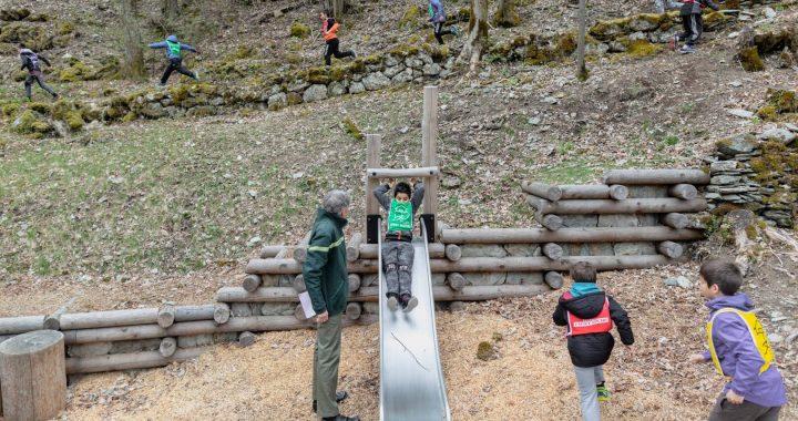 Une air de jeu au naturel pour les enfants a également été installé au cœur du sentier.